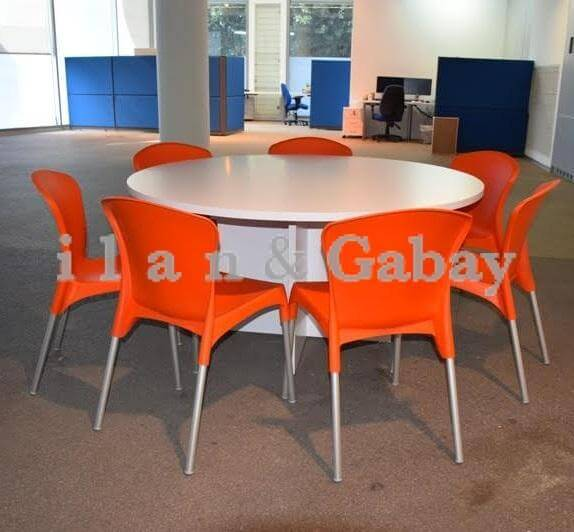 שולחן ישיבות עגול