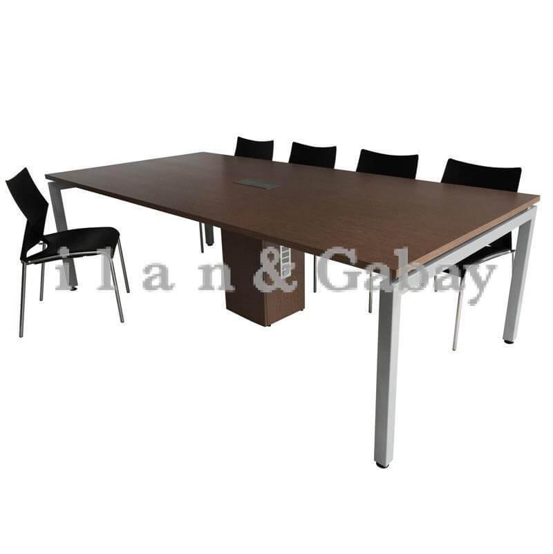 HADAS שולחן ישיבות קלאסי ומרשים