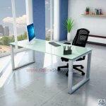 עבודת נגרות בהתאמה אישית עם שולחן לבן